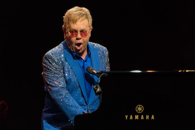 Elton John Live in Singapore 5