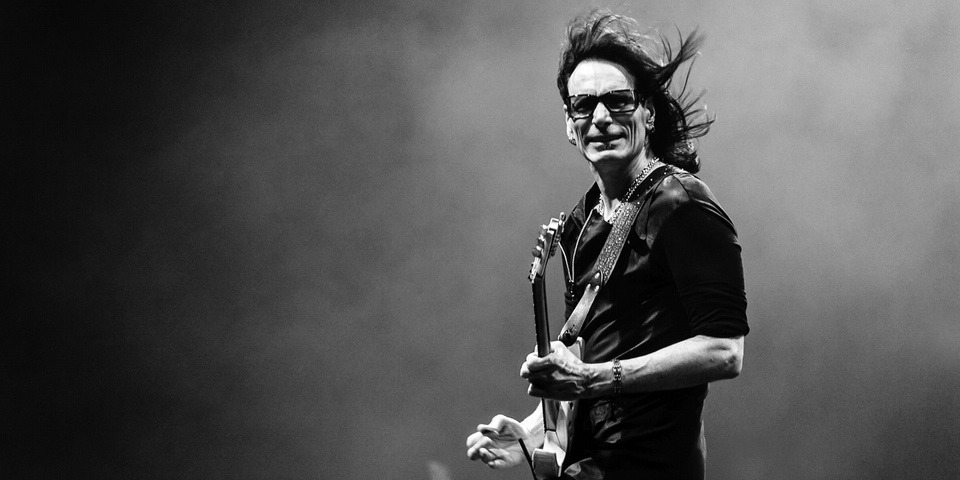for the love of the guitar god steve vai live in singapore. Black Bedroom Furniture Sets. Home Design Ideas