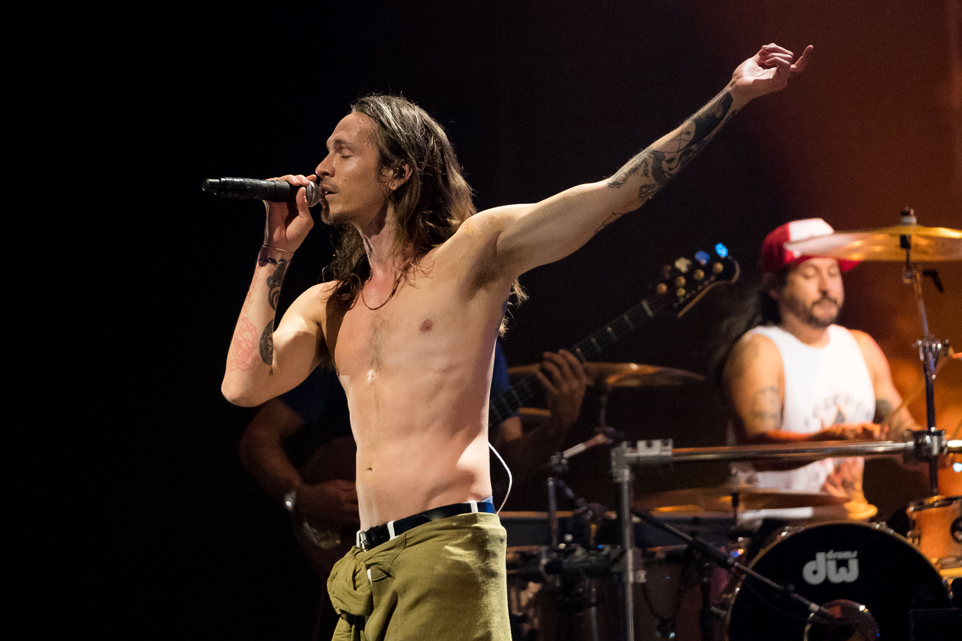 mixing classics and new hits incubus prove they ve still got it gig